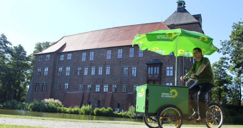 Foto des grünen Fahrrads auf dem Schlossplatz