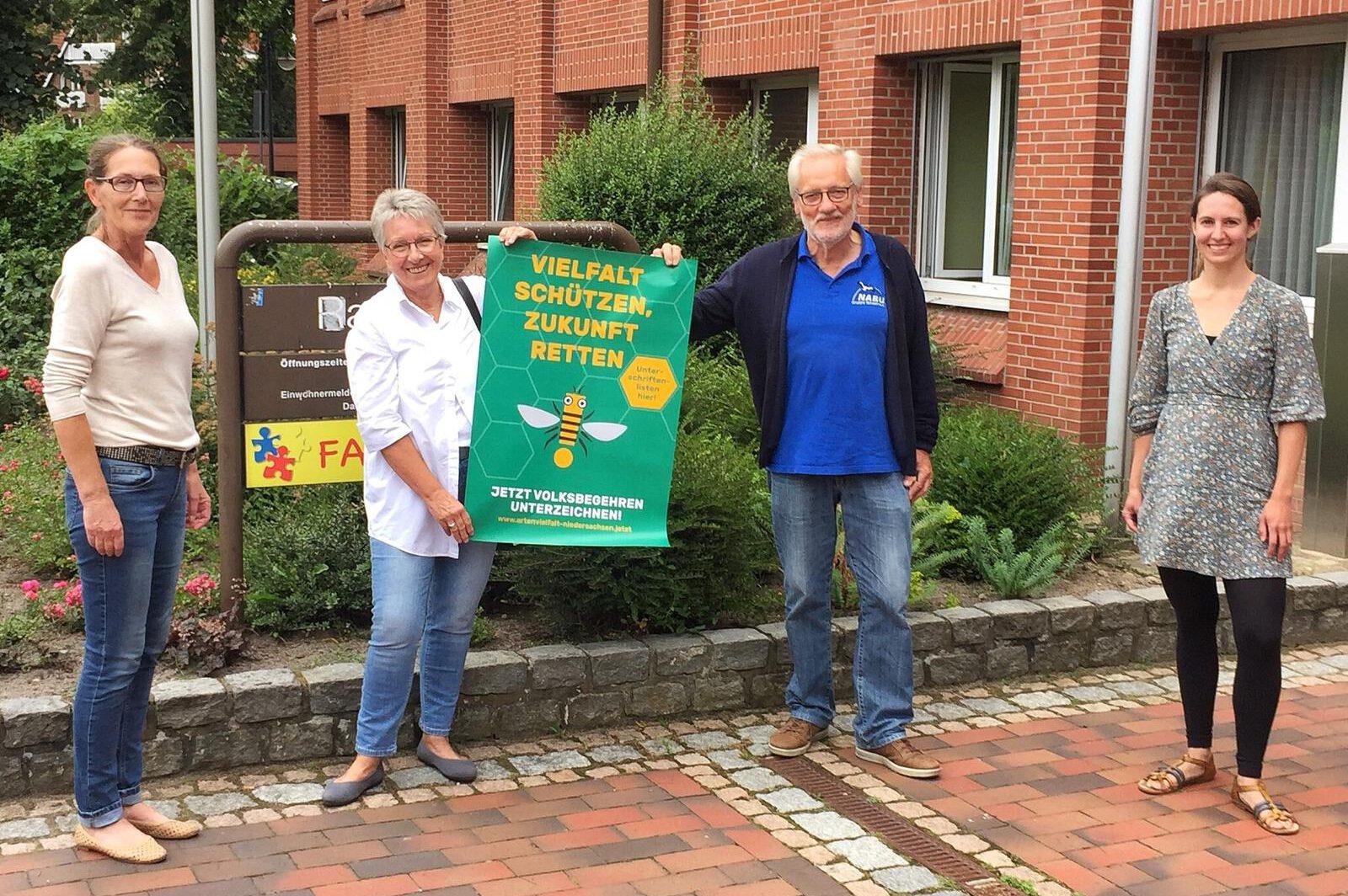 Volksbegehren: Übergabe von 300 Unterschriften an das Einwohnermeldeamt